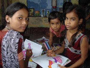 Photo 1. Coloriage : Pragati, Aditya et Muskan - Photo 2. Ashvani.
