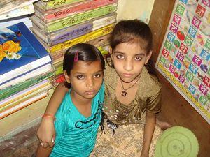 Photo 1. Punam, Aditya et Karena - Photo 2. Kusum et Shalini - Photo 3. Chinki, Ashvani et Sonu.