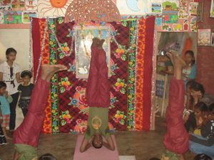 Spectacle Sarasvati Puja : Photo 1. Kaho Naa Pyar Hai - Photo 2 et 3. Hatha yoga.