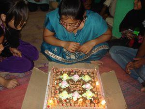 Photo 1. Isneha et Isant - Photo 2 et 3. Anniversaire à Sumita.