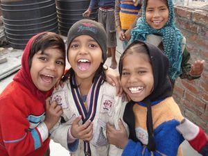 Photo 1. Karena, Shisti, Laki, Nandini et Ganga - Photo 2. Priya, Anjali et Vandana - Photo 3. Chinki, Varsha, Punam et Shivani.