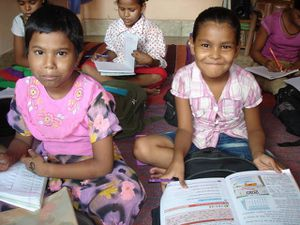 Travail scolaire - Photo 1. Aditya et Muskan - Photo 2. Sushant - Photo 3. Punam et Isneha.