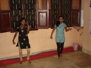 Photo 1. Bollywood avec Vikash, Ash, Sueta et Nitya – Photo 2. Danse traditionnelle katthak – Photo 3. Bollywood avec Kantchan et Shivani.