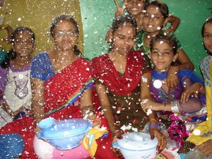 Gouters pour Teachers Day – Photo 1. Vikash – Photo 2. Niva et Jyoti sous la neige – Photo 3. Diksha, Shivani et Renu.