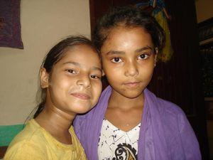 Photos 1. Saloni, Mishti et Aditya - Photos 2. Anushka et Priyansi têtes rasées - Photos 3. Ekra et Riyansari.