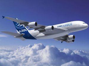 La conception du très gros porteur d'Airbus a couté 8 milliards d'euros. Véritable géant du ciel, il peut transporter 50% de passagers en plus que son concurrent chez Boeing. Il a un rayon d'action qui dépasse les 15 000 km ce qui lui permet de rallier des villes comme New York et Hong Kong sans escale !