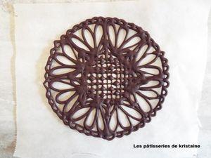 Réalisation du napperon en chocolat en étape