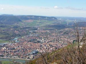 Vue aérienne sur Millau et son viaduc