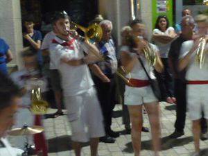Taquinage de trombone... Made in Loïs .....mais il va trop vite pour l'objectif !