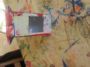 Nous profitons du moment sieste pour les activités manuelles avec toujours la peinture libre pour ma Zélia et commencement d'une activité manuelle en plusieurs étapes