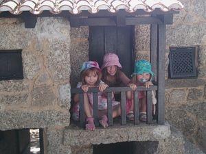 une majeur partie est accessible que pour les enfants ... des vrais maisons de quoi faire rêver !!! l'autre partie accessible à tous sont des maisons musée à la découverte du Portugal mais pas que car l'une est dédiée au monde de Barbie que l'on retrouve vêtues de toutes les tuniques du monde MAGNIFIQUE !!!!