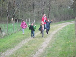 Sortie nature avec Juliette et quelques parents le 10 avril aux abords de l'Ognon&#x3B; écoute, observation et recherche d'indices liés à la présence des oiseaux