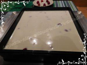 Gâteau magique au chocolat blanc et à la framboise