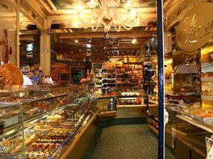 Stohrer: la plus ancienne pâtisserie de Paris datant de 1730 et fondée par Nicolas Stroher.