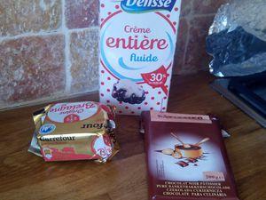 les ingrédients pour la pâte du gâteau+ les ingrédients pour le nappage