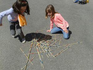 Jeux géants à l'école maternelle Raymond Le Corre