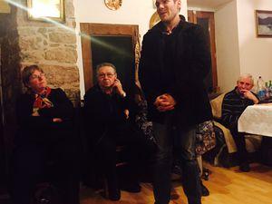 Sympathique cérémonie chez Georges et Cathy Dewez, avec le mot de l'amitié des élus de Vabres porté par Gaetan Privat, conseiller municipal.