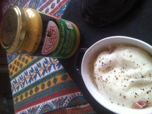 Oeufs cocottes aux lardons crème et moutarde douce au Riesling .