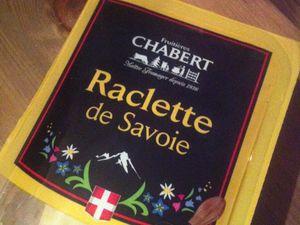 Quiche maison aux 3 fromages ( raclette de Savoie Morbier et Emmental ) .