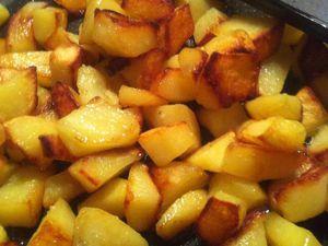 Petites pommes de terre sautées maison .