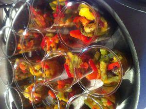 Trio de poivrons au poivre noir et vanille en verrines .