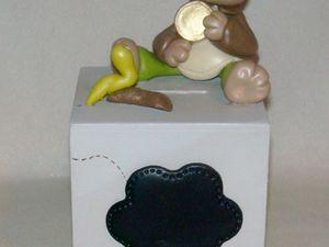 Tirelire avec ourson en porcelaine froide