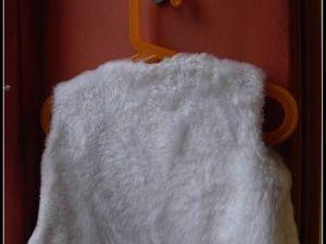 """2012.10.21 - Gilet réversible fourrure blanche et coton imprimé bleu """"chats et parapluis"""""""