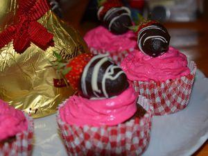 Cupcakes chocolat/fraise, coeur de fraise