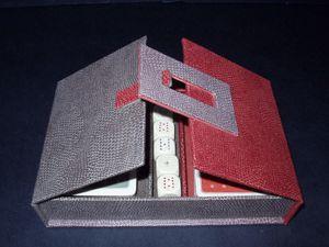 Le prototype d'atelier, habillé d'échantillons de tissus d'ameublement...