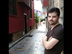 Uygar Coşkun, 33 ans, était avocat, marié, père d'un garçon d'un an. Ses confrères d'Ankara lui ont rendu un hommage devant le palais de justice d'Ankara. Il a été inhumé à la cemevi (lieu de culte des Alévis) de Batıkent (Ankara). Ahmet Alkhadi, 27 ans, était Palestinien&#x3B; il participait au meeting avec ses camarades de la Maison du peuple de Hatay (Antioche) où il donnait des cours d'arabe et d'anglais pour gagner sa vie et envoyer de l'aide à sa famille&#x3B; un lieu de recueillement a été dressé devant son domicile à Gaza. D'après les déclarations de son père à Gaza, il lui tardait de revenir en Palestine où il comptait se marier.