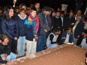 Les obsèques d'Ahmet Ünal. Sur la photo de gauche, à l'extrême gauche, Leyla Salman, co-maire de Kızıltepe. Photos publiées sur le site mardinarena.com, sans mention d'auteur.