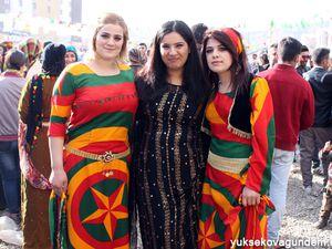 Images extraites du site yuksekovagundem: la fête de Newroz à Yüksekova http://www.yuksekovagundem.net/fotogaleri/yuksekova-da-newroz-coskusu-20315.html?sayfa=97