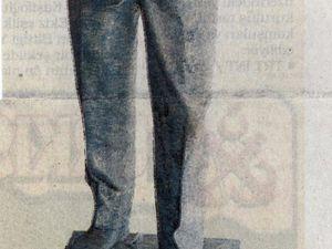 A gauche, la statue d'Atatürk souriant, à Sincan (Ankara) qui a suscité la protestation de la Société pour la pensée d'Atatürk (Milliyet, 12 octobre 1998). A droite, le monument controversé de Marmaris (Milliyet, 1er octobre 1998)