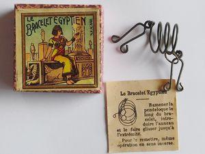 """le bracelet égyptien (copie du bracelet de Cléopâtre de MD à gauche et de """"l'anneau prisonnier """"à droite )"""