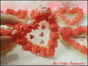 Biscuits en forme de coeur glacés au sucre avec un coeur de menthe !