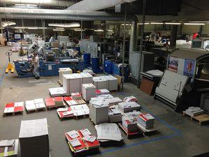 Simple aperçu de la partie droite de l'atelier. Zone de stock du papier.