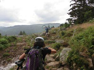 Un tas de chemins techniques entre le col du Wettstein et le Lac Forlet.