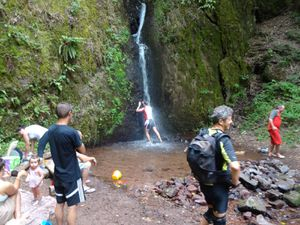 Jolie descente en singles, puis douche rafraîchissante à la cascade de Soultzbach (tous ne s'y sont pas risqués).