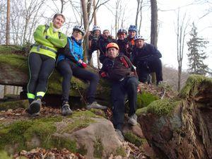 Photo de groupe du côté du Falkenberg, puis nous attaquons une superbe et difficile descente toute en petits lacets.