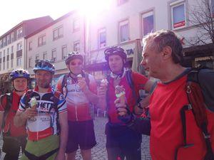 La balade se termine, tranquillement. Arrivés à Offenburg, les plus gourmands d'entre-nous en profitent pour déguster une glace !