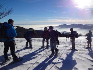 L'après midi je m'amuse à emmener mon petit groupe hors des pistes, dans la neige vierge. Nous longeons les crêtes jusqu'au Hundskopf, à 1237 mètres.