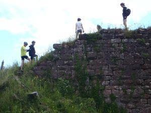 Nouvelle pause et visite de château au Dreistein. Un rapace nous observe de loin.