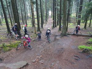 une nouvelle montée de la mort au départ de la gloriette du pied du Geissfels, un corse dans les Vosges, et quelques passages difficiles ...