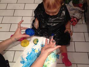 La peinture aux doigts c'est rigolo - des 12 mois !