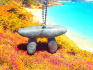 Sautoir Le Dolmen, Boucles Les p'tits menhirs ©Saucisseintrinseque, 2014