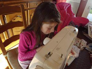 leçon de couture à la machine....