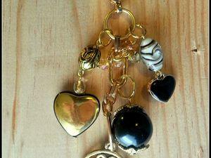 Bijoux de sac , noir et or .