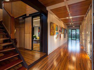Superbe villa construite avec 31 containers!