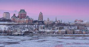 Entre les festivités du Carnaval de Québec, le patinage au cœur du quartier historique, la féerie du Vieux-Québec au temps des Fêtes et la multitude d'activités de plein air offerte grâce à un enneigement exceptionnel, la capitale de la neige a tous les atouts pour « vivre l'hiver à fond ».