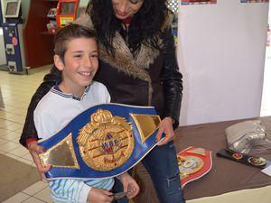 Le SUPER U d'Algrange accueille une triple championne de boxe